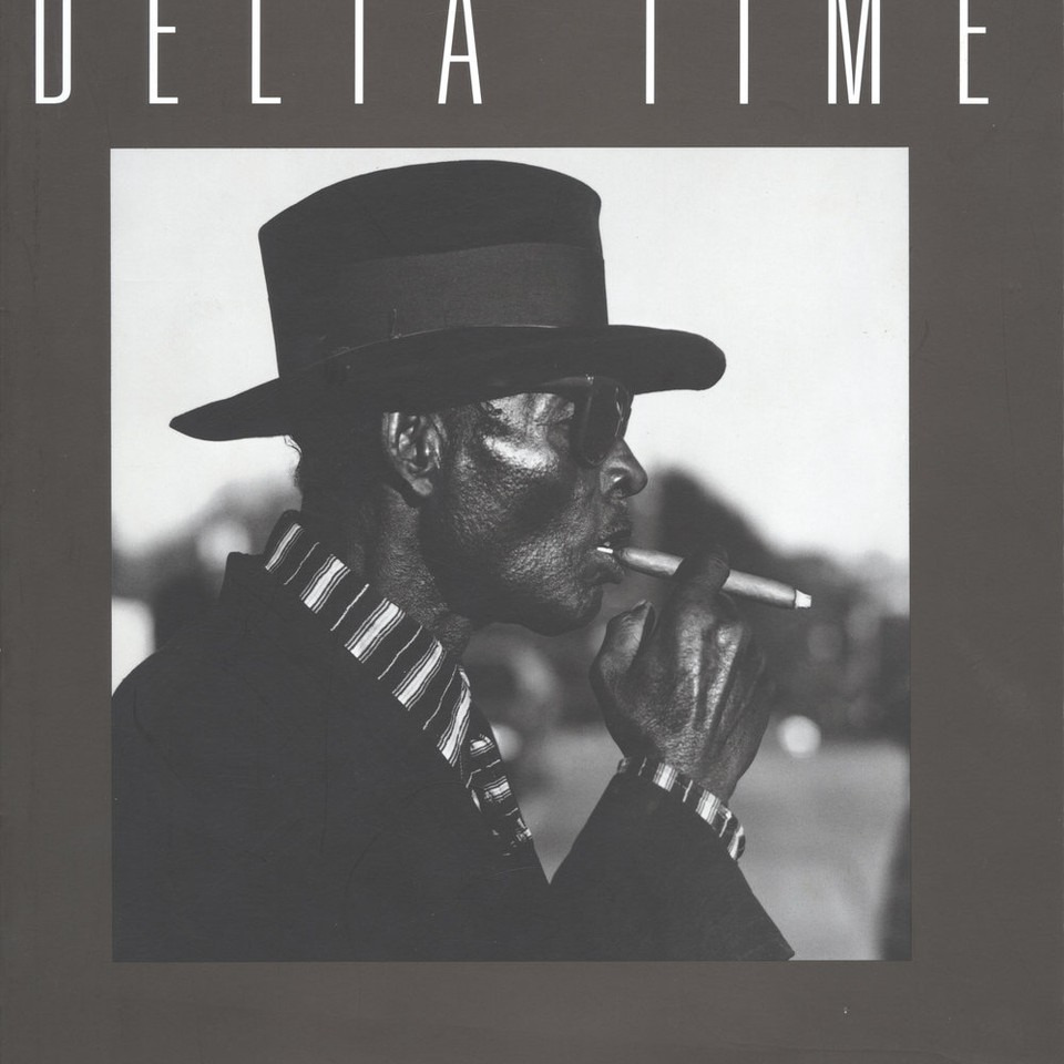 brand new 69ac8 bcf81 Delta Time  Mississippi Photographs by Ken Light  30.00 Hardcover  144  pages Publisher  Smithsonian Institution Press (March 17, 1995) Language   English ...